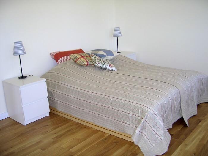 Schlafzimmer zum Garten und Balkon der Wohnung 3