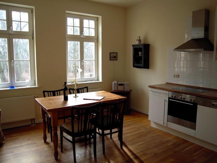 Wohnzimmer und Küche Wohnung 2